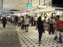 L'espace restauration à l'aéroport international de Changi, terminal 4 Photographie stock