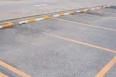 L'espace vide au parking extérieur de voiture Images stock