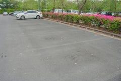 L'espace vide dans le parking au parc public Image libre de droits