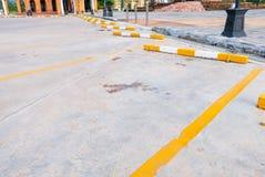 L'espace vide pour des voitures, stationnement extérieur de voiture Images stock
