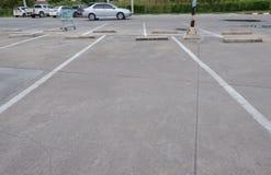 L'espace vide pour des voitures, stationnement extérieur de voiture Photo libre de droits