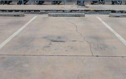 L'espace vide pour des voitures, stationnement extérieur de voiture Photographie stock