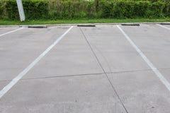 L'espace vide pour des voitures, stationnement extérieur de voiture Image stock
