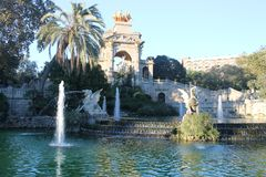L'Espagne - Barcelone, vue de terre, jour et nuit photo stock