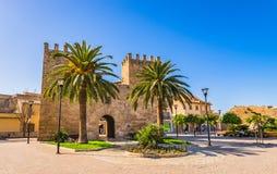L'Espagne Majorque, Porta del Moll médiéval dans la vieille ville d'Alcudia photographie stock libre de droits