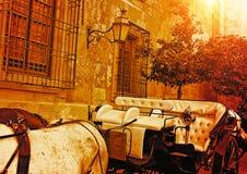 L'Espagne, touristes de attente de chariot de cheval s'approchent de la cathédrale antique image libre de droits