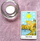 L'espoir de carte de tarot d'étoile, bonheur, occasions, optimisme, renouvellement, spiritualité photos libres de droits