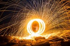 L'esposizione lunga di lana d'acciaio comincia di luce Fotografia Stock