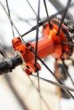 L'essieu arrière de roue de bicyclette de sports photographie stock libre de droits
