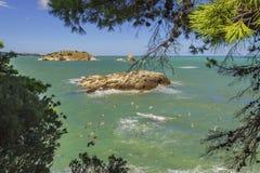 L'estate si rilassa Le coste più belle dell'Italia: baia di Vieste - Puglia, Gargano - Fotografie Stock