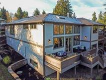 L'esterno domestico della nuova costruzione si vanta la piattaforma di lusso fotografia stock