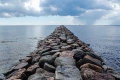 L'Estonia - città di Parnu - il mulo di Parnu - attrazione fotografia stock libera da diritti