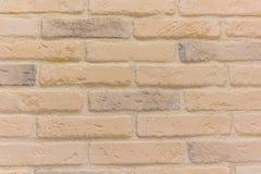 L'estratto del fondo del mattone textureweathered la struttura di vecchio stucco marrone chiaro macchiato e della parete gialla r Fotografia Stock