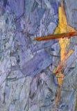 L'estratto dipende un bordo di legno, che erano già presenti sul legno e sono evidenziati a colori e fotografie stock libere da diritti