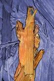 L'estratto dipende un bordo di legno, che erano già presenti sul legno e sono evidenziati a colori e immagine stock