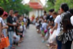 L'estratto vago della gente allinea al tempio alla fine di Lent Day buddista Fotografia Stock Libera da Diritti