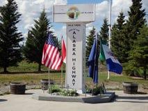 L'estremità ufficiale della strada principale dell'Alaska Fotografia Stock