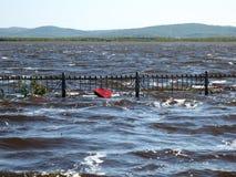 L'Estremo Oriente della Russia Fiume Amur Sommergendosi nel territorio di Chabarovsk fotografie stock libere da diritti