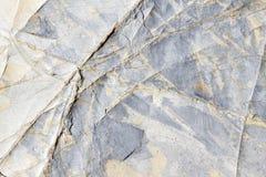 L'or et le gris argenté ont modelé l'ardoise naturelle avec la texture veinée photographie stock