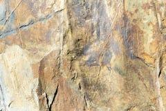 L'or et le rouge ont modelé l'ardoise naturelle avec la texture veinée photos libres de droits