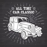 L'etichetta d'annata dell'automobile classica, lo schizzo disegnato a mano, lerciume ha strutturato il retro distintivo, la stamp Fotografie Stock