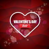 L'etichetta o l'autoadesivo di vendita di forma del cuore del giorno di biglietti di S. Valentino su fondo rosso astratto con sfu Fotografie Stock Libere da Diritti
