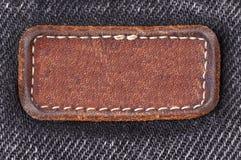 L'etichetta sui vecchi jeans neri Fotografie Stock