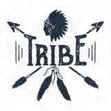 L'etichetta tribale disegnata a mano con il copricapo e le frecce vector l'illustrazione Fotografia Stock Libera da Diritti