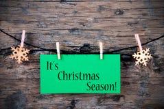 L'etichetta verde con il suo Natale condisce su  fotografia stock