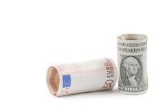 L'euro acciambellato ed i dollari acciambellati di banconota su fondo bianco, concetto per l'affare e risparmiano i soldi Fotografia Stock