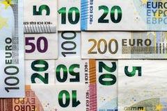 L'euro differente fattura i soldi per fondo Immagini Stock
