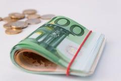 l'euro note la réflexion et pièces de monnaie Euro argent roulé Photographie stock libre de droits