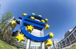 L'euro se connectent un jour ensoleillé, Francfort sur Main, Allemagne Image stock