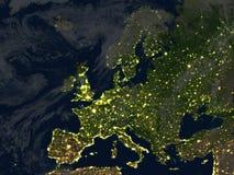 L'Europe la nuit sur terre de planète Photographie stock