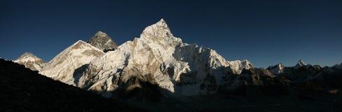 L'Everest ed il ghiacciaio di Khumbu da Kala Patthar, Himalaya fotografia stock