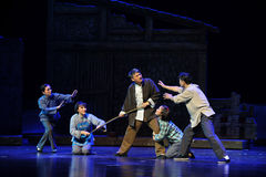 L'exécution de l'opéra de Jiangxi de loi de famille une balance Photographie stock libre de droits