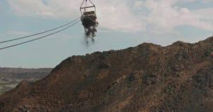 L'excavatrice de dragline charge le sol, argile Excavatrice de marche de travail dans l'exploitation à ciel ouvert Machines lourd clips vidéos