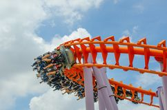 L'excitation de personnes sur des montagnes russes chez Siam Park City, est un amusement parmi les meilleurs du monde photos stock