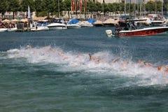 L'exercice sain de sport de triathlete de triathlon célèbrent images stock