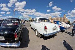 L'exposition de rétros voitures a produit en URSS sur l'avant-cour i Photos stock