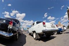 L'exposition de rétros voitures a produit en URSS sur l'avant-cour i image libre de droits