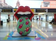 L'exposition de Rolling Stones bascule New York sur le terminal 8 à l'aéroport de JFK Images libres de droits