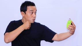 l'expression d'un homme asiatique qui a eu la difficult? dormant - d?pression due ? l'insomnie photographie stock libre de droits