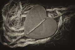 L'expression des sentiments d'amour Fond décoratif de coeur en bois Image stock