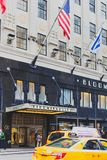 L'extérieur du magasin du ` s de Bloomingdale à Manhattan, dessus Images libres de droits