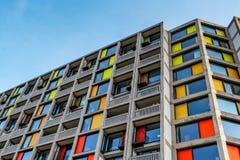 L'extérieur moderne des appartements de luxe nouvellement refourbis garent la colline Photo stock