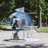 L'extérieur se reposant de type a câblé le prochain Fest à Milan, Italie Images libres de droits