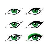 L'eye-liner à ailes réglé par eye-liner est un sort entier plus facile avec ce tour Semblez raisonnable du maquillage Photos libres de droits