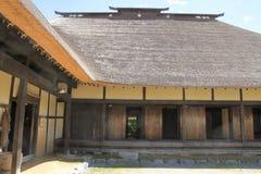 L-formigt japanskt hus royaltyfria bilder