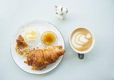 L?genheten l?gger av den nya franska frukosten fotografering för bildbyråer